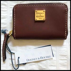 Dooney & Bourke Beacon Zip Around Card Case. 🆕